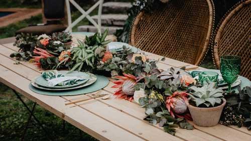 camino mesa boda flores